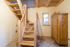 Treppenhaus mit Schrank