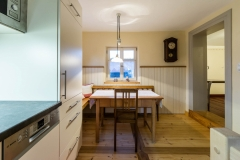 Blick von der Küche zur Eckbank
